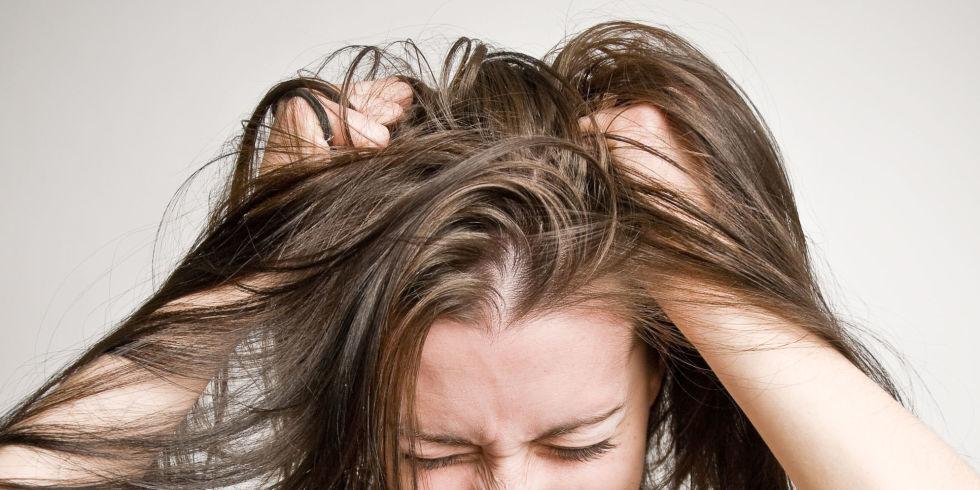 Jojoba-oil-for-hair-to-control-dandruff