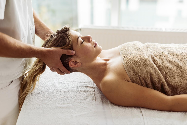 Jojoba-oil-for-hair-to-rejuvenate-hair