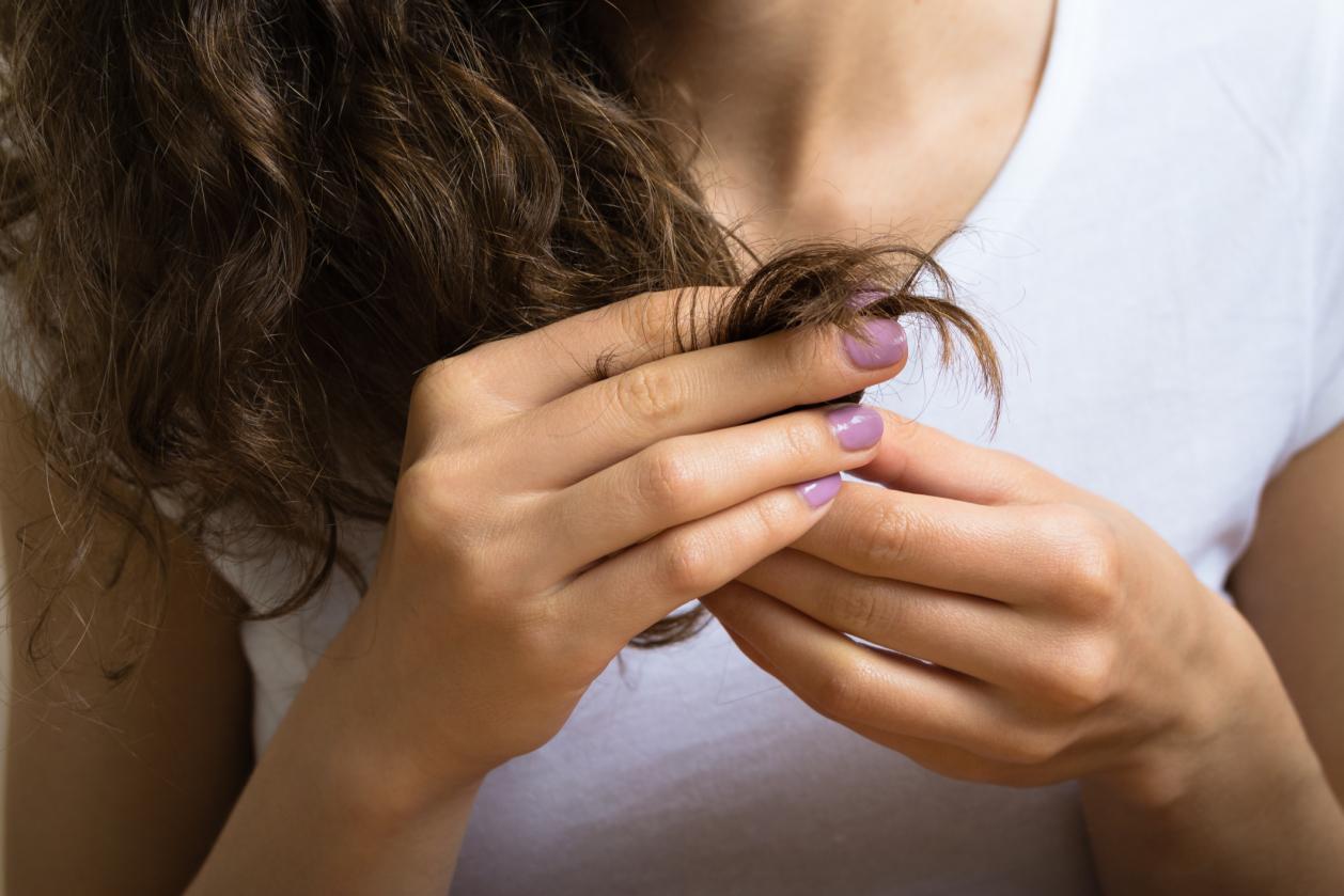 Jojoba-oil-to-repair-damaged-hair