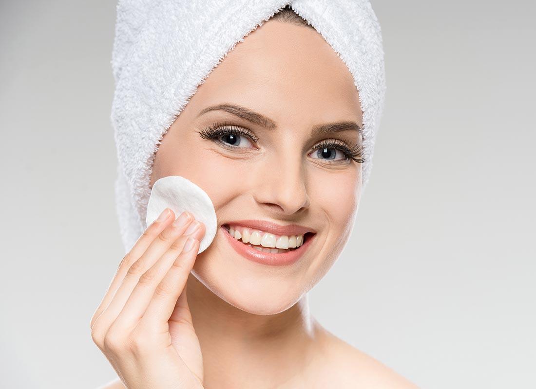 Jojoba-oil-uses-as-makeup-remover