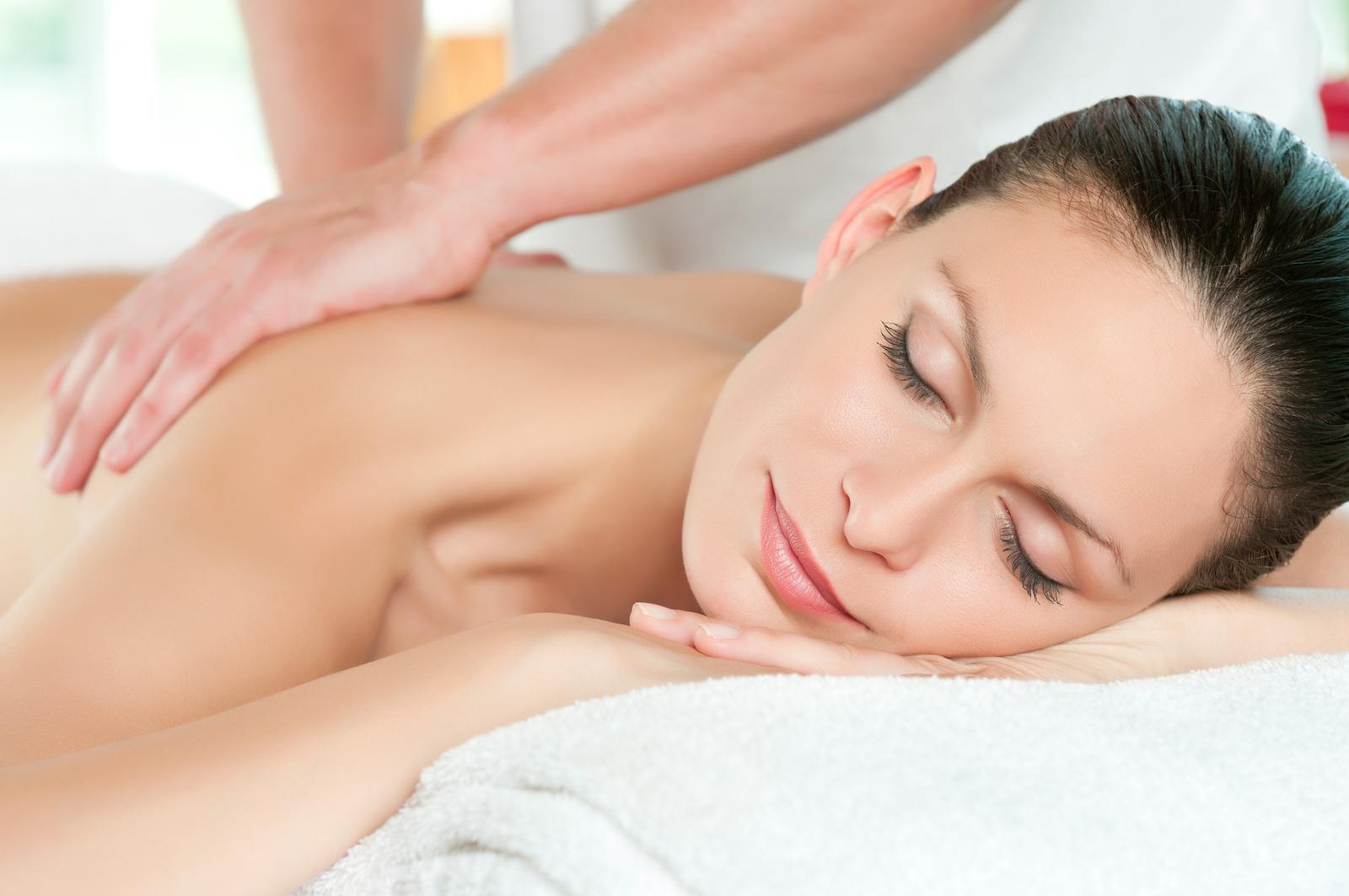 Jojoba-oil-uses-for-full-body-massage-treatment