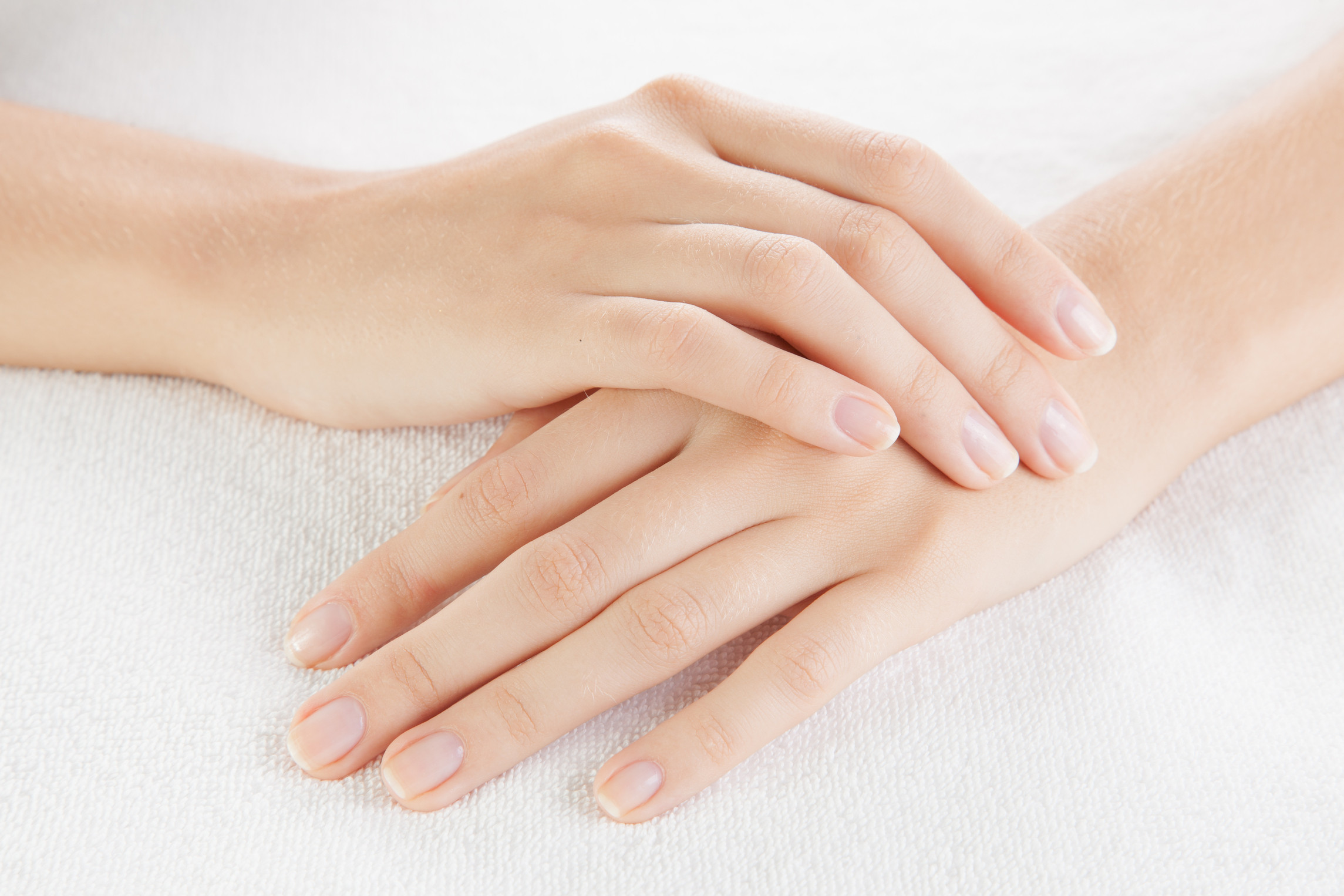 Olive-oil-for-skin-to-soften-the-hands