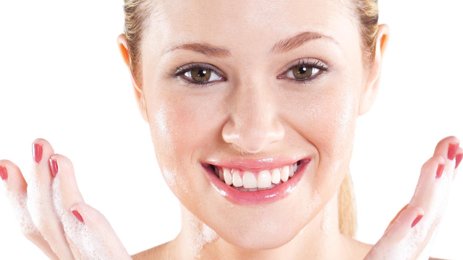 Olive-oil-to-moisturize-skin