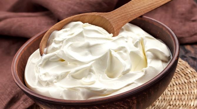 Tea-tree-oil-for-acne-with-plain-yogurt