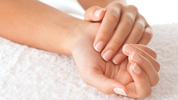 Uses-for-tea-tree-oil-to-soften-dry-cuticles