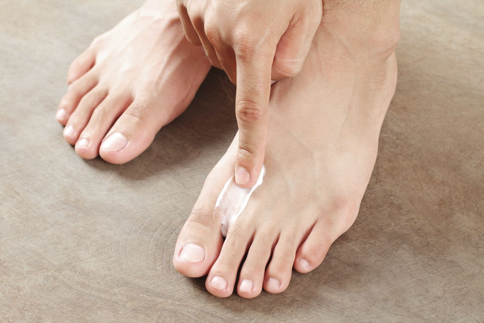 Cornstarch-and-water-to-treat-foot-infection