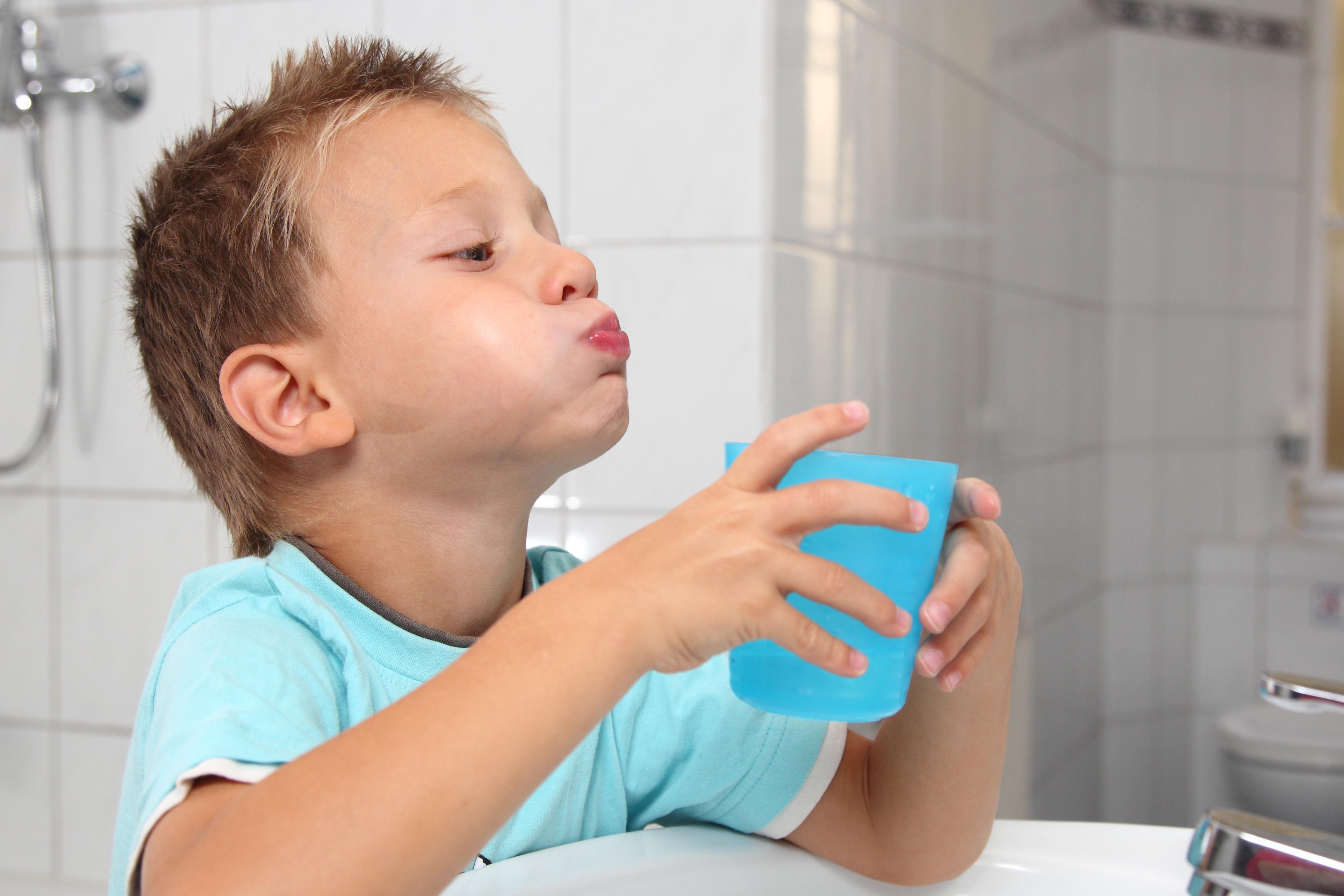 Elder-tea-as-mouth-wash