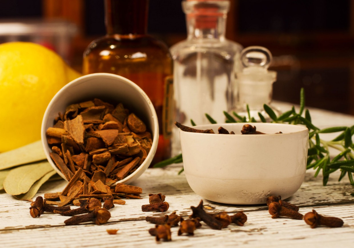 Essential-oils-for-a-cough-Thieves-oil