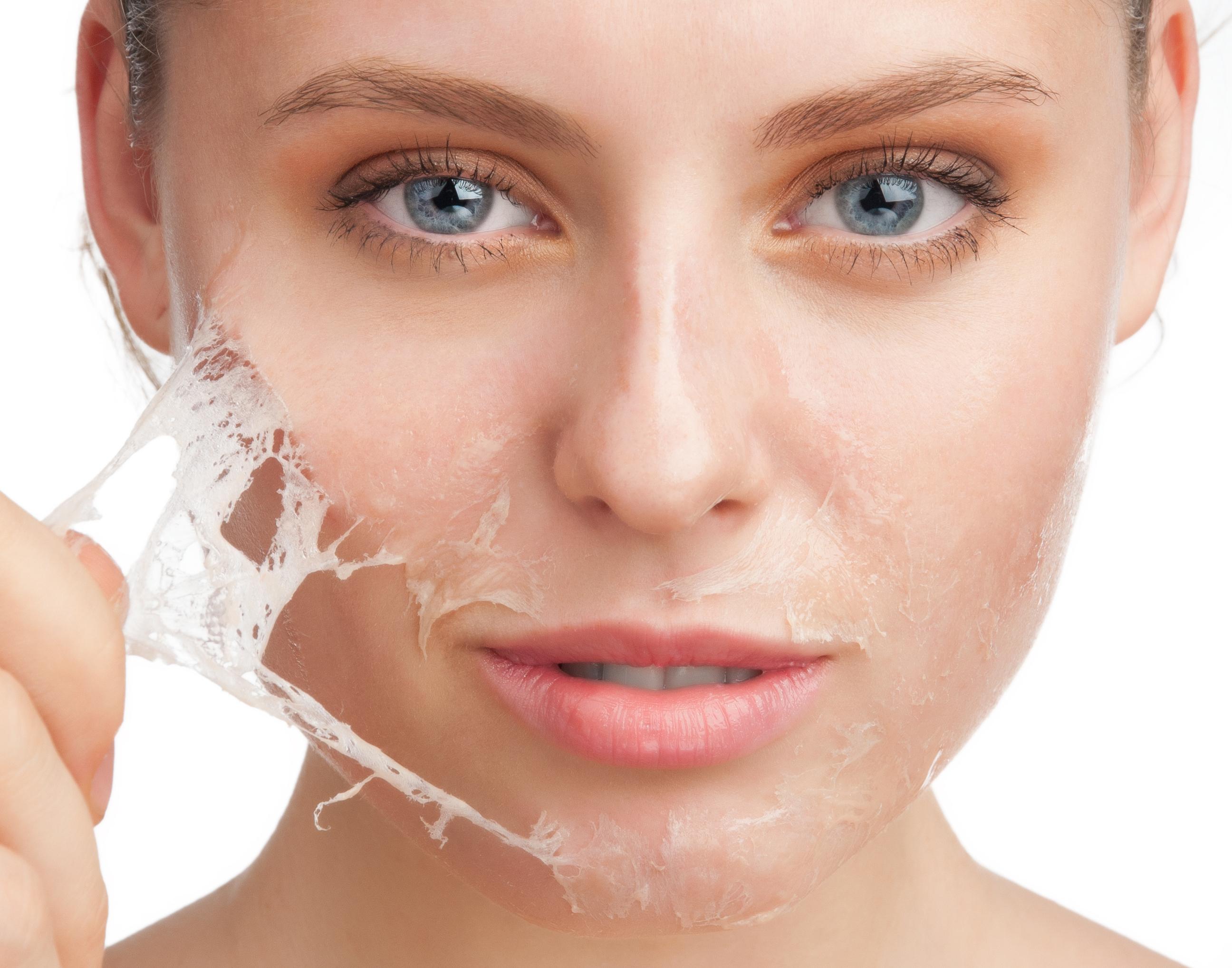 Myrrh-essential-oil-for-anti-ageing-skin