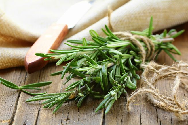 Rosemary-as-thyme-substitute
